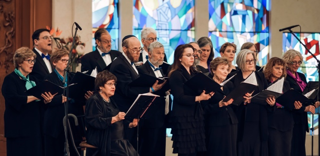 the Colorado Hebrew Chorale singing